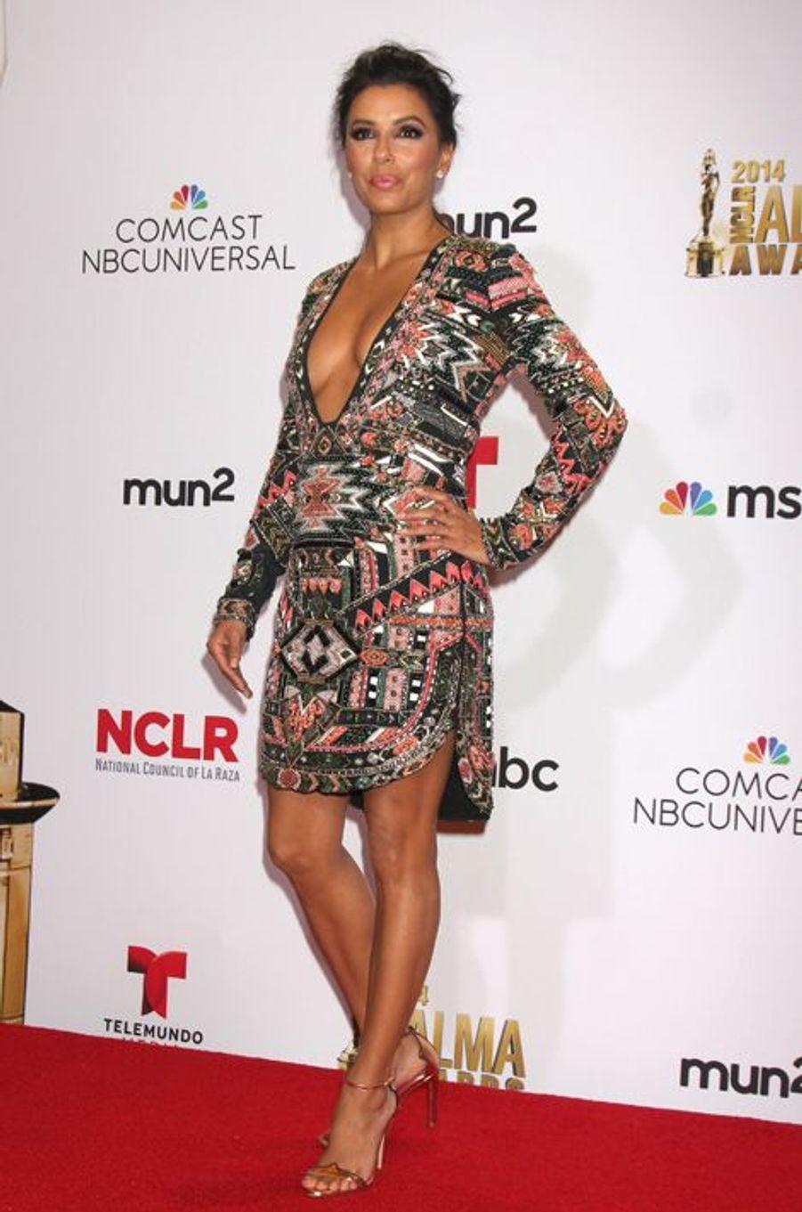 """En robe Emilio Pucci à la cérémonie des """"ALMA Awards 2014"""", le 11 octobre 2014 à Pasadena"""