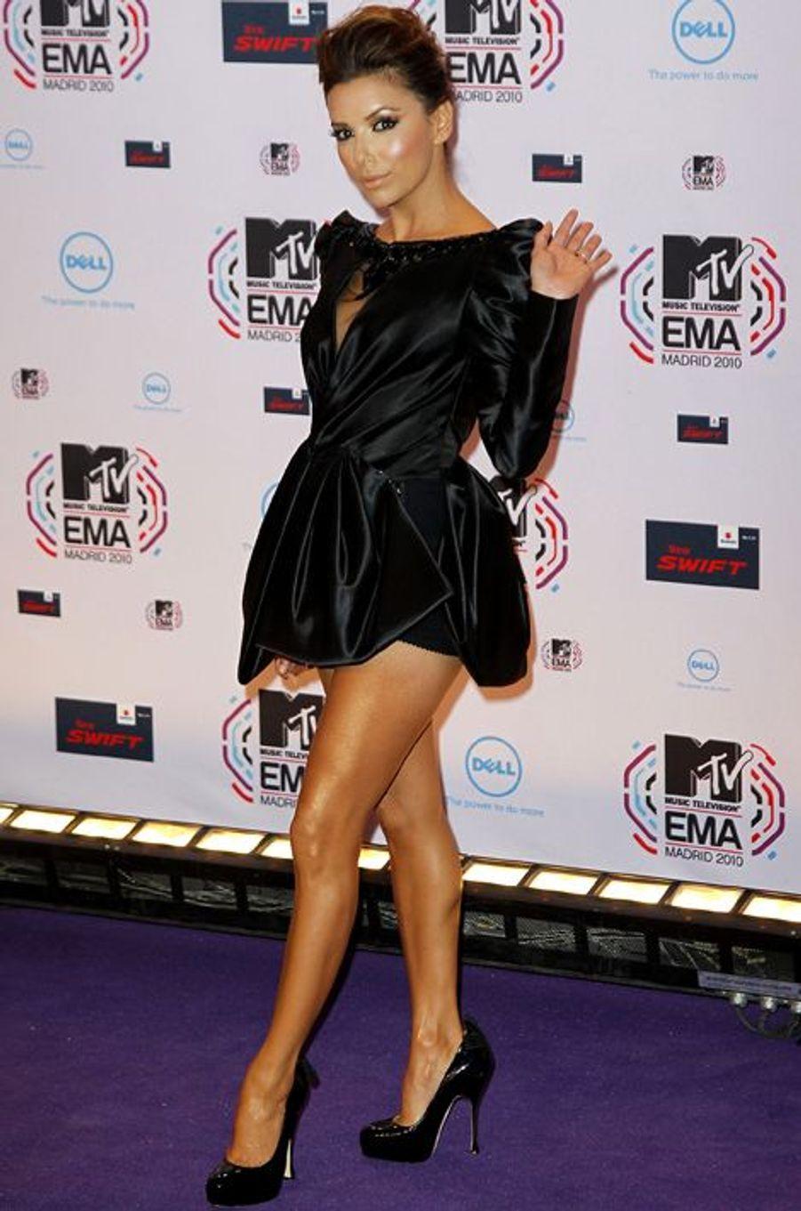 """En robe Georges Hobeika à la cérémonie des """"MTV Europe Music Awards"""", le 7 novembre 2010 à Madrid"""