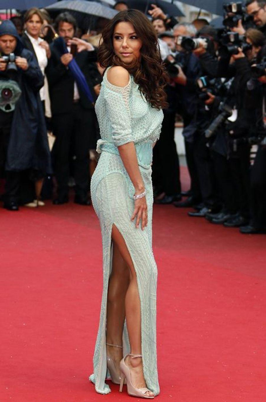 """En robe Versace à l'avant-première du film """"Jimmy P."""", le 18 mai 2013 à Cannes"""