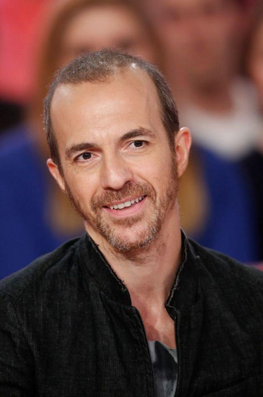 """Calogero lors de l'enregistrement de """"Vivement Dimanche"""" Stéphane Bern, le 18 février 2015"""