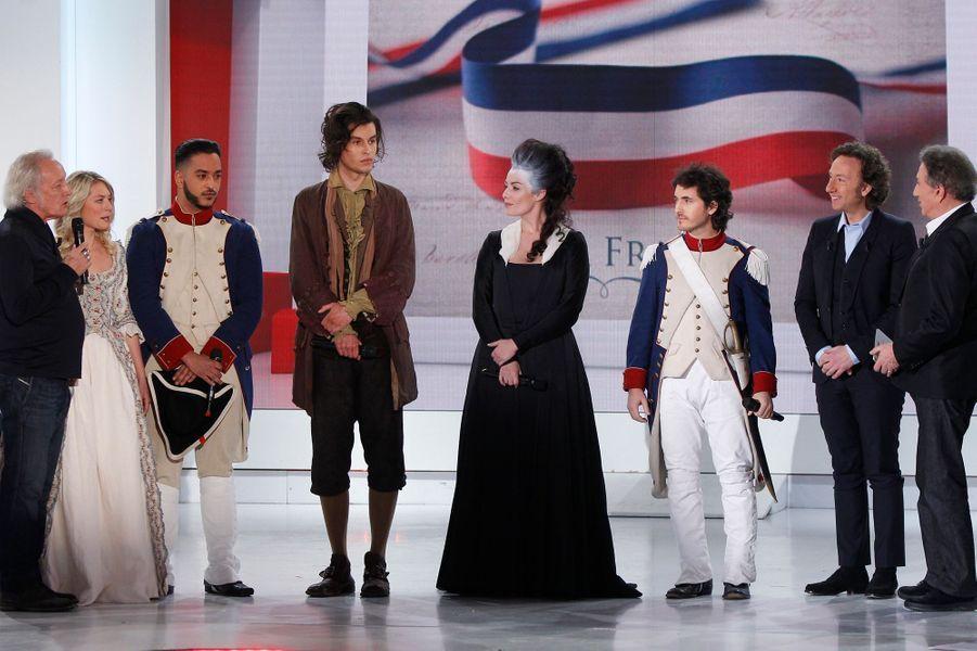 """Didier Barbelivien et la troupe de """"Marie-Antoinette et le chevalier de maison rouge"""", le 18 février 2015"""