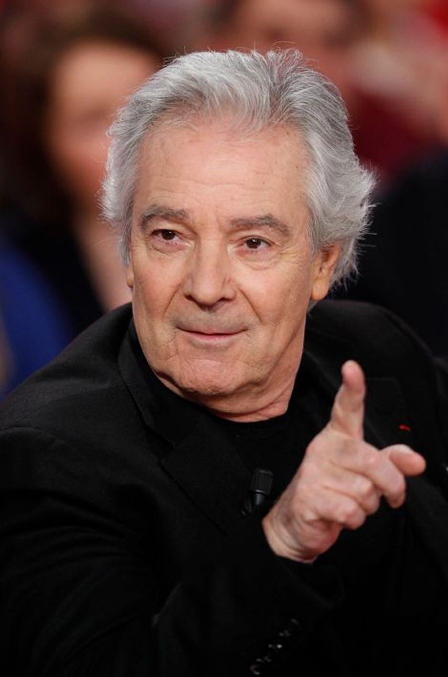 """Pierre Arditi lors de l'enregistrement de """"Vivement Dimanche"""" Stéphane Bern, le 18 février 2015"""