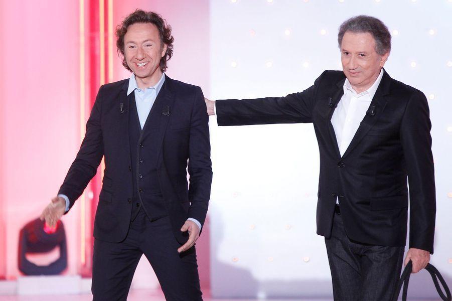 """Stéphane Bern et Michel Drucker lors de l'enregistrement de """"Vivement Dimanche"""", le 18 février 2015"""