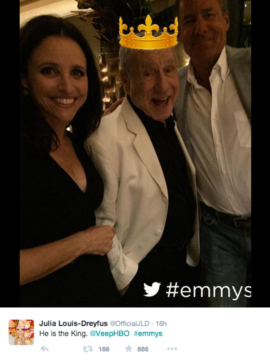 """Julia Louis-Dreyfus et """"le roi"""" Mel Brooks aux Emmys 2015."""