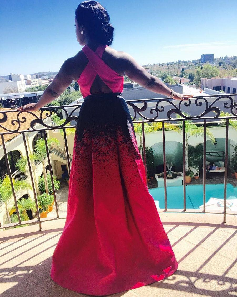 """L'actrice Uzo Aduba de la série """"Orange Is the New Black"""" prête pour la cérémonie des Emmys."""