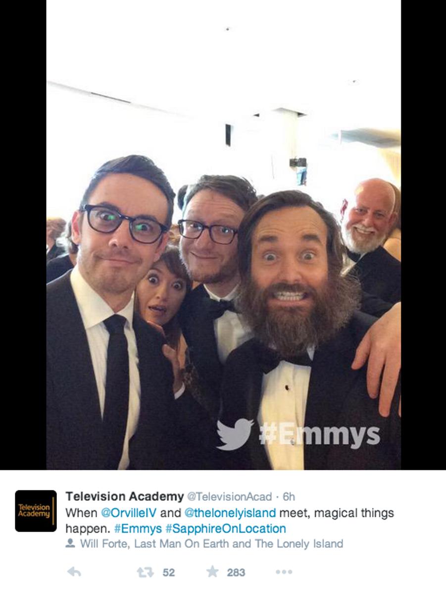 """Will Forte et le casting de """"The Lonely Island"""" dans les coulisses de la cérémonie des Emmys."""