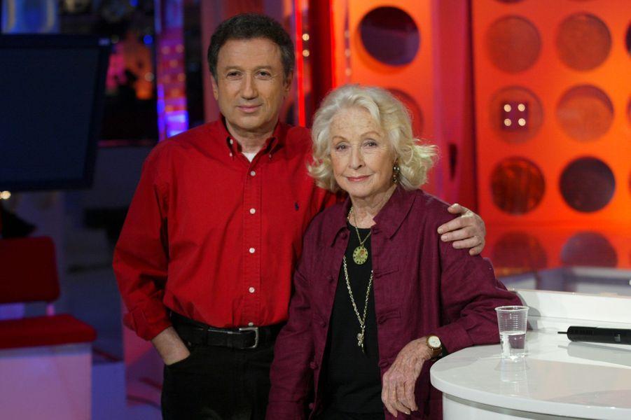 """En compagnie de Danielle Darrieux sur le plateau de """"Vivement dimanche"""", le 29 janvier 2003"""