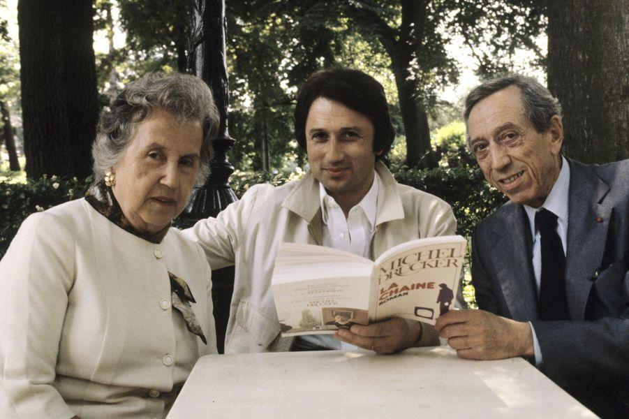 Entouré de ses parents, Abraham et Lola, au bois de Boulogne, en juillet 1979