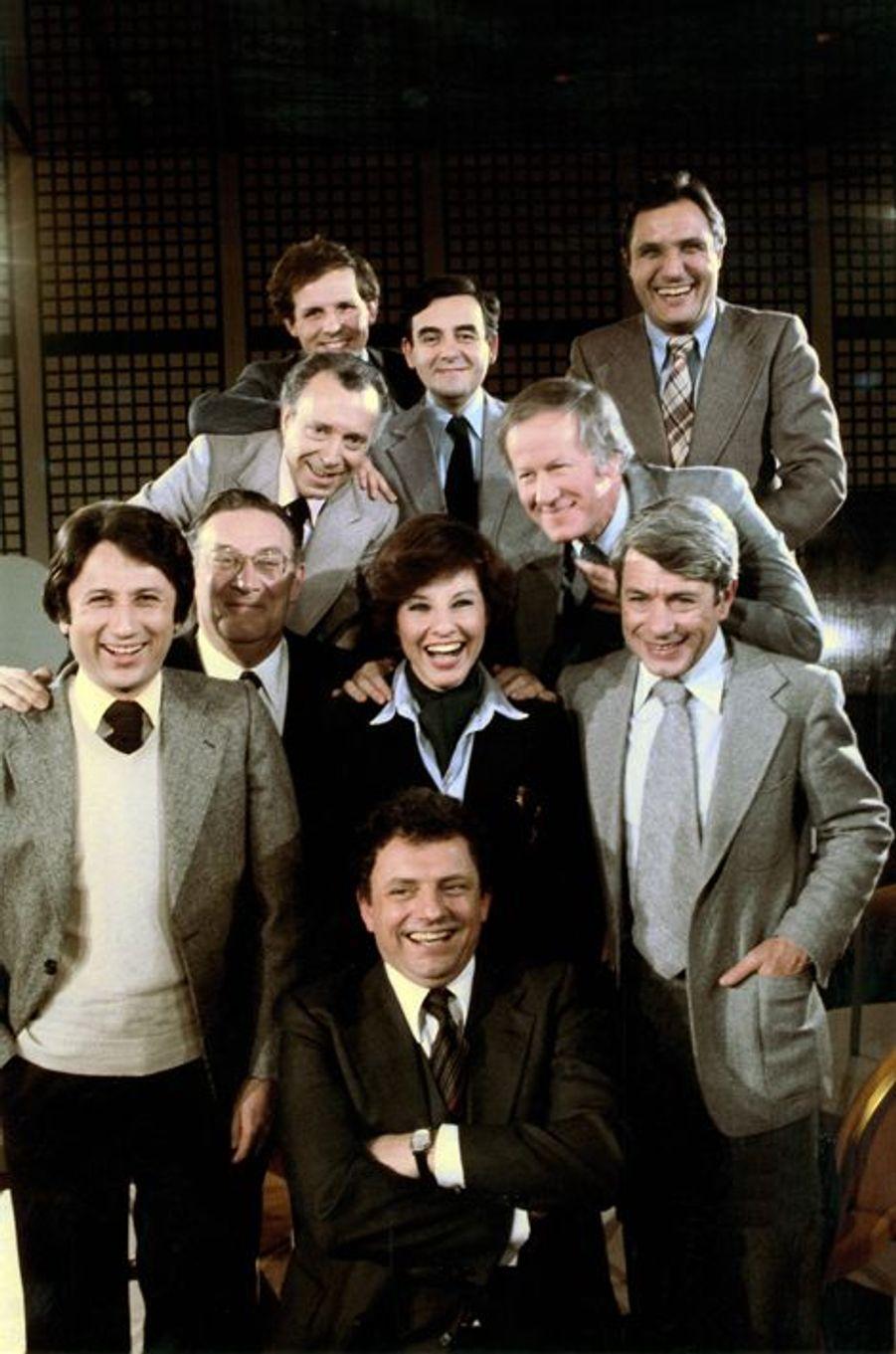 """Février 1978. Les animateurs vedettes de la télévision réunis pour un débat des """"Dossier de l'écran"""": Jacques Martin, Michel Drucker, Denise F..."""