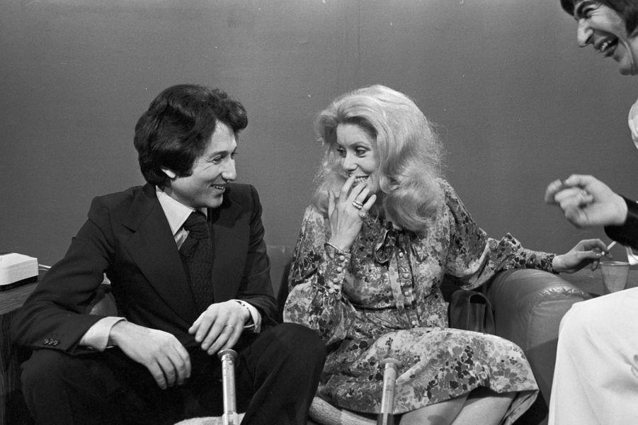 """Le 30 décembre 1974 en compagnie de Catherine Deneuve pour la dernière de """"Sport en fête"""""""
