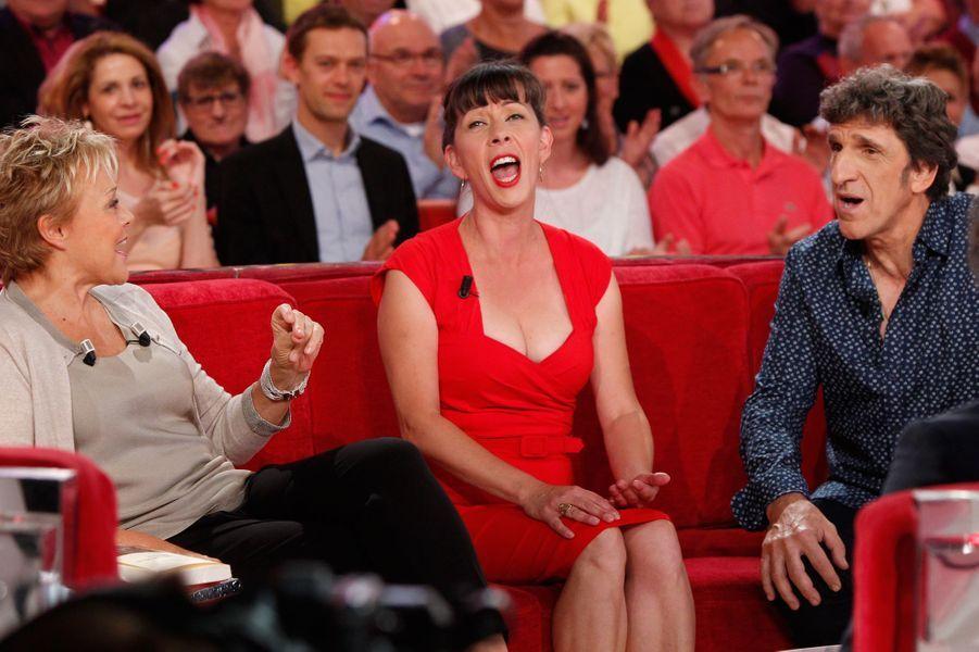 """Muriel avec Shirley et Dino, lors de l'enregistrement de l'émission """"Vivement dimanche"""", le 23 septembre 2015."""