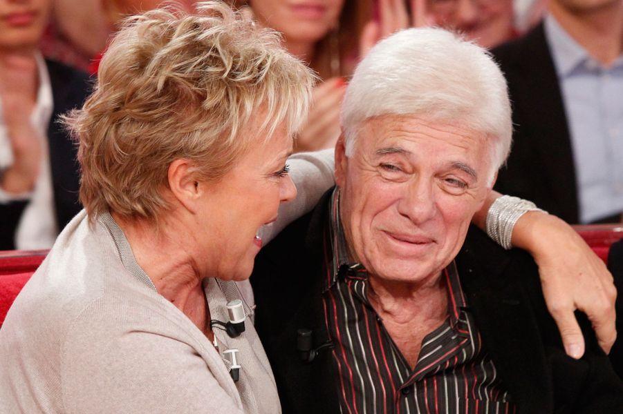 """Muriel Robin et Guy Bedos, lors de l'enregistrement de l'émission """"Vivement dimanche"""", le 23 septembre 2015."""