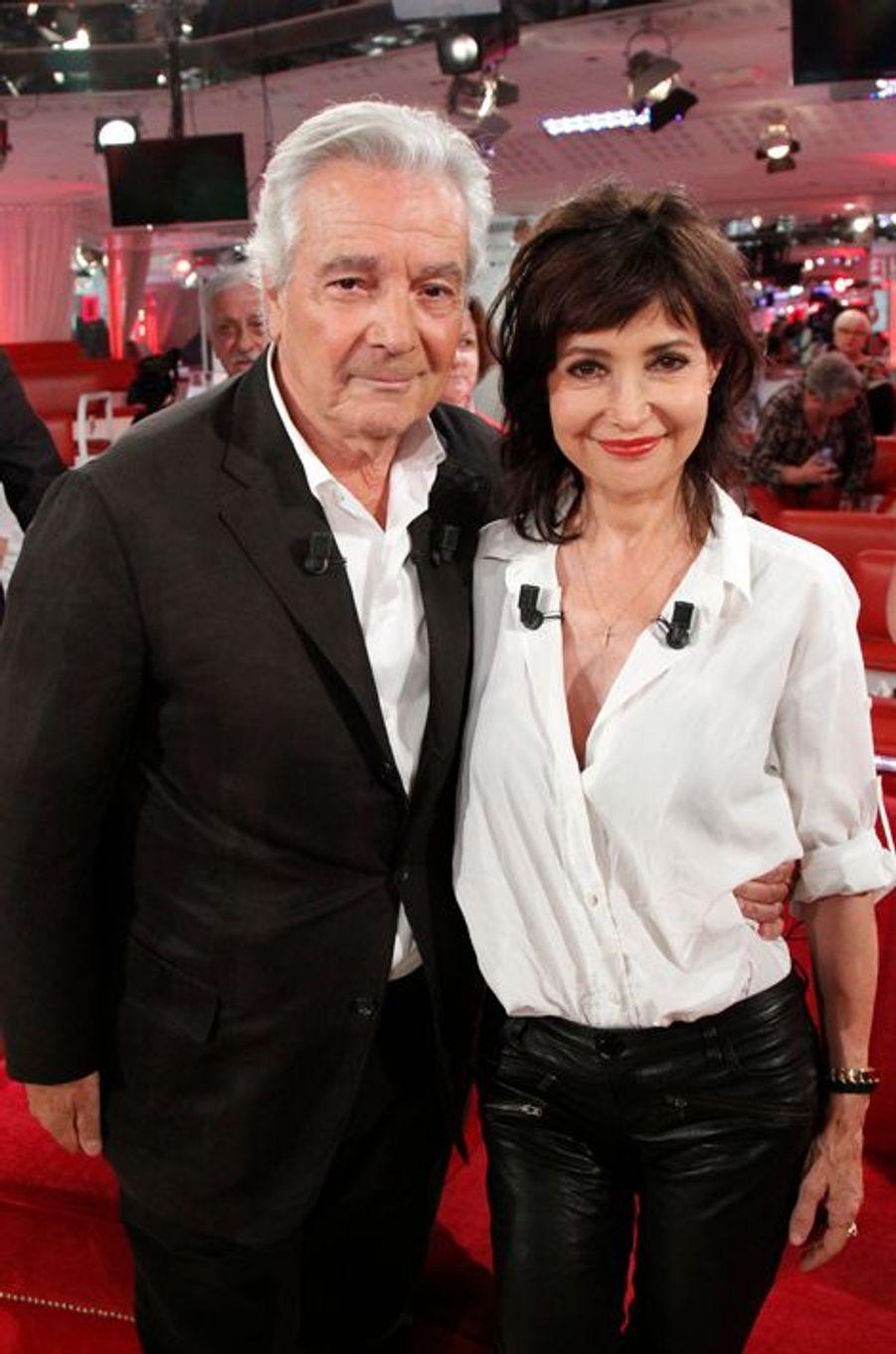 Pierre Arditi et Evelyne Bouix lors de l'enregistrement de «Vivement Dimanche» le 2 septembre 2015.