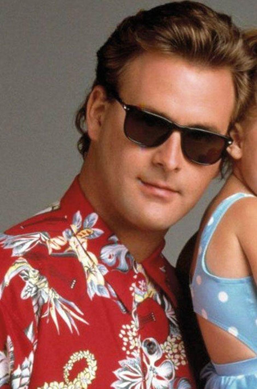 """Dave Coulier alias Joseph """"Joey"""" Gladstone.Dave Couliern'a jamais vraiment percé, après l'arrêt de la série malgré quelques apparitions à l'écran, notamment dans un épisode de «How I met Your Mother», où il jouait son propre rôle. Il est devenu père en 1990 d'un garçon prénommé Luc. Il est aujourd'hui âgé de 59 ans."""