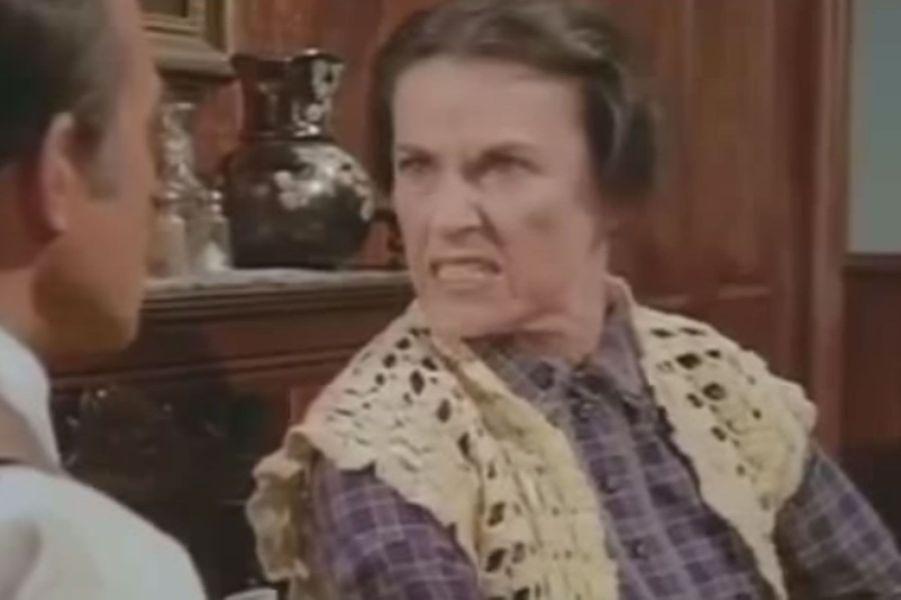 A la fin de la série, celle qui jouait la terrible Harrieta décidé de se retirer du monde de la télévision pour revenir au théâtre, sa première passion. Elle est décédée le 13 novembre 2018 à 93 ans.