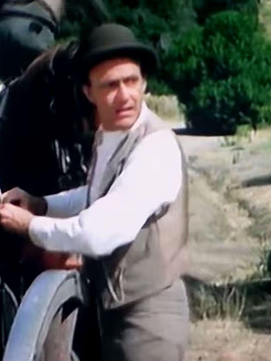 De 1974 à 1983, durant 147 épisodes, Richard Bull avait incarné Nels Oleson, mari souffre-douleur de sa femme Harriet et père des deux insupportables Nellie et Willie.Avant de jouer dans la petite maison dans la prairie, Richard Bull est apparu dans des séries comme «Perry Mason», «Le fugitif» ou encore «Ma sorcière bien aimée». Il est mort le 3 février 2014.