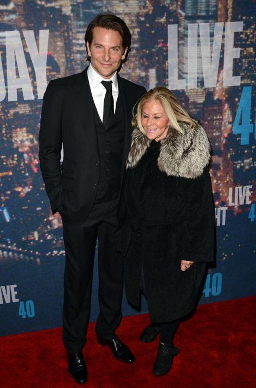 Bradley Cooper et sa mère, Gloria, à New York le 15 février 2015