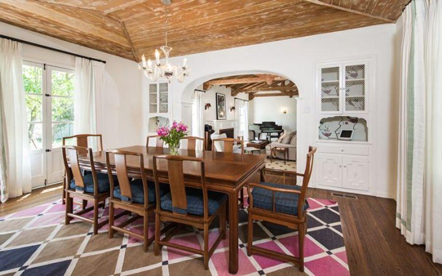 Zoey Deschanel vend sa villa au musicien Matt Helders pour 2,3 millions de dollars
