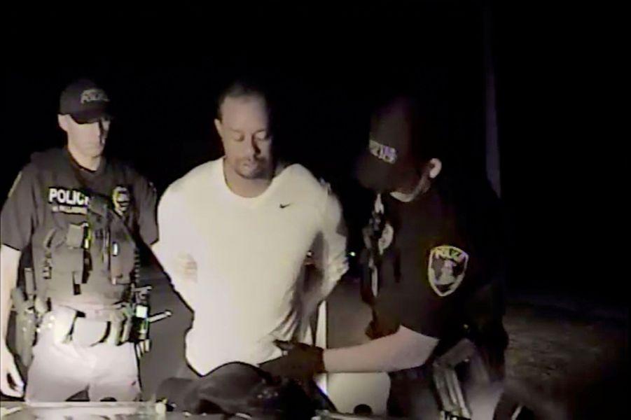 Tiger Woods mis en état d'arrestation.