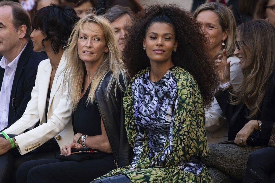 Estelle Lefébure et Tina Kunakey au défilé L'Oréal samedi