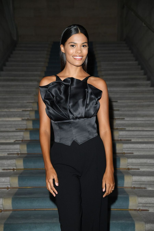 Tina Kunakey au défilé Giorgio Armani lors de la Fashion Week de Milan le 21 septembre 2019