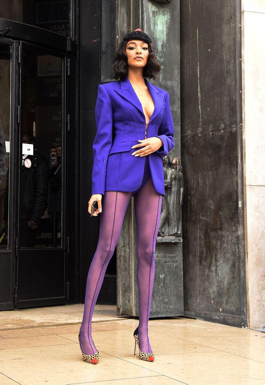"""Jourdan Dunnarrive au au défilé de mode prêt-à-porter """"Mugler"""" au Palais de Tokyo à Paris, le 26 février 2020."""