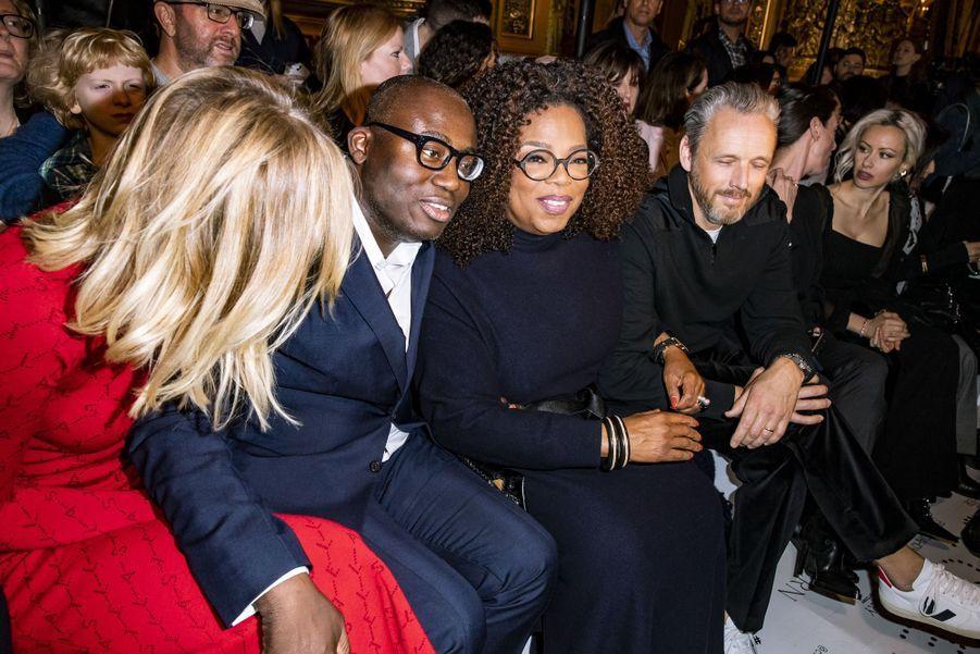 Karlie Kloss, Edward Enninful, Oprah Winfrey et Alasdhair Willis, l'époux de Stella McCartney, lors du défilé Stella McCartney à Paris, le 4 mars 2019