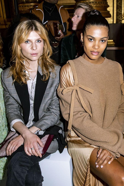 Tina Kunakey et Clémence Poésy lors du défilé Stella McCartney à Paris, le 4 mars 2019