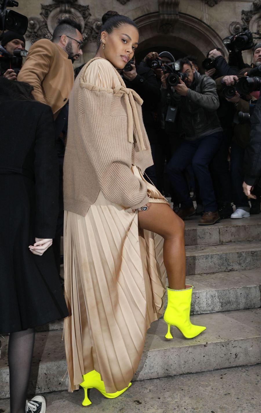 Tina Kunakey lors du défilé Stella McCartney à Paris, le 4 mars 2019