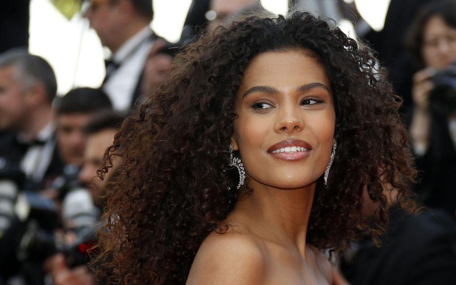 Tina Kunakey lors de la montée des marches du film «Les Misérables» lors du 72e Festival de Cannes le 15 mai 2019