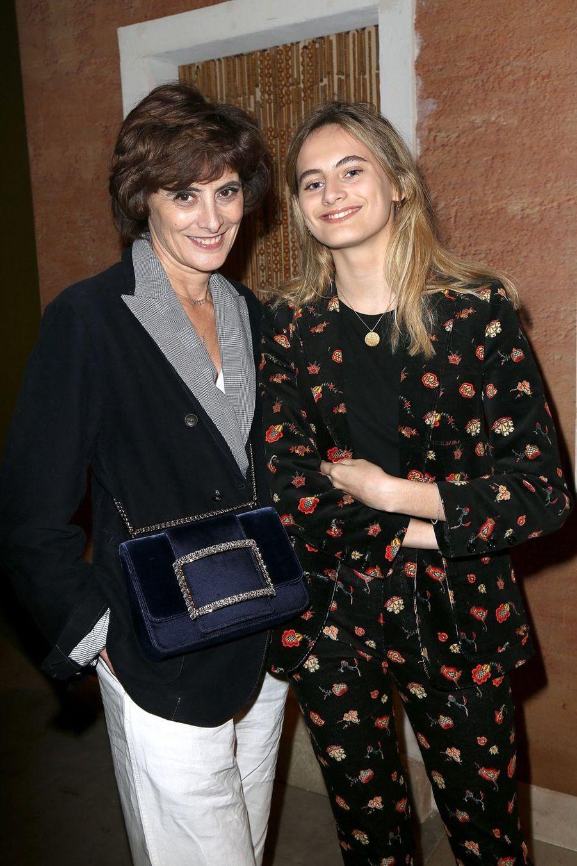 Inès de la Fressange et sa fille Violetteau défilé Jacquemus lors de la Fashion Week de Paris le 26 février 2019