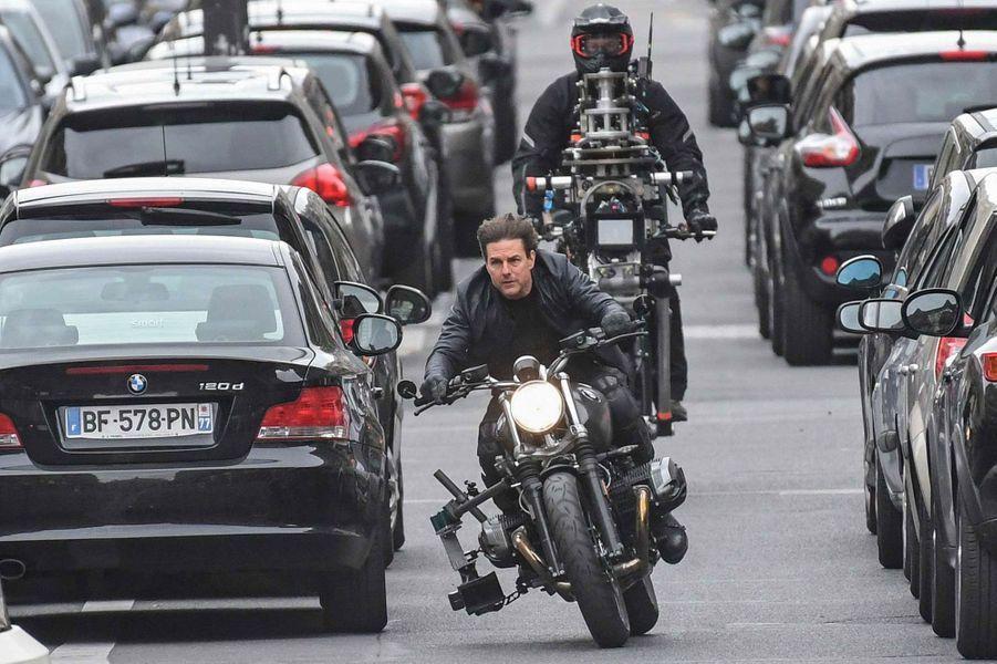 Tom Cruise sur une moto.
