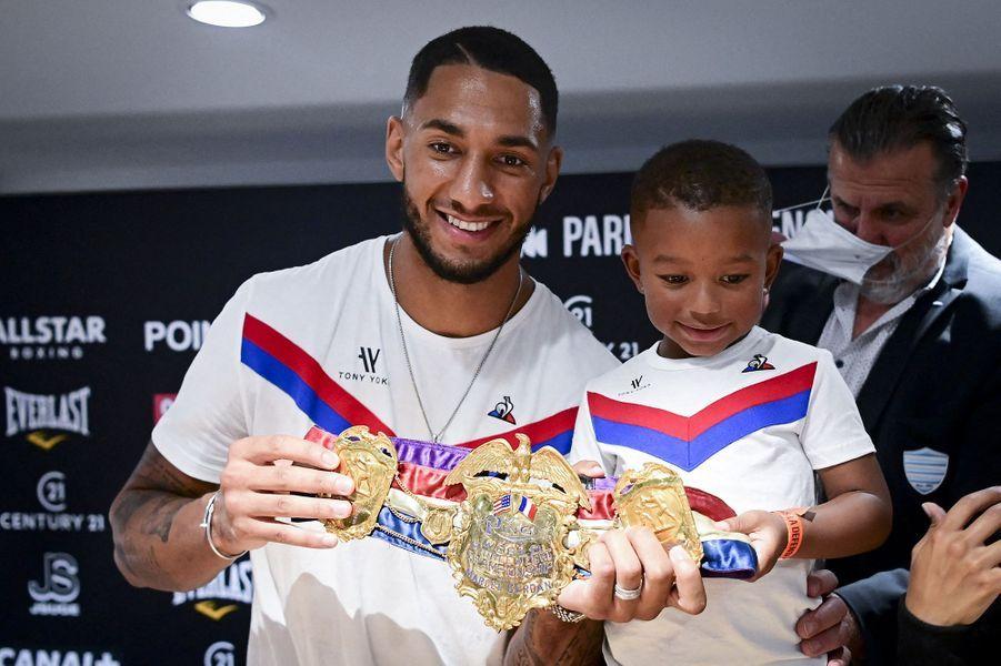 Tony Yoka et son fils Alià Paris La Défense Arena le 24 septembre 2020