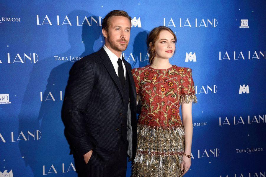 """Ryan Gosling et Emma Stone lors de l'avant-première de """"La La Land"""" à Paris."""