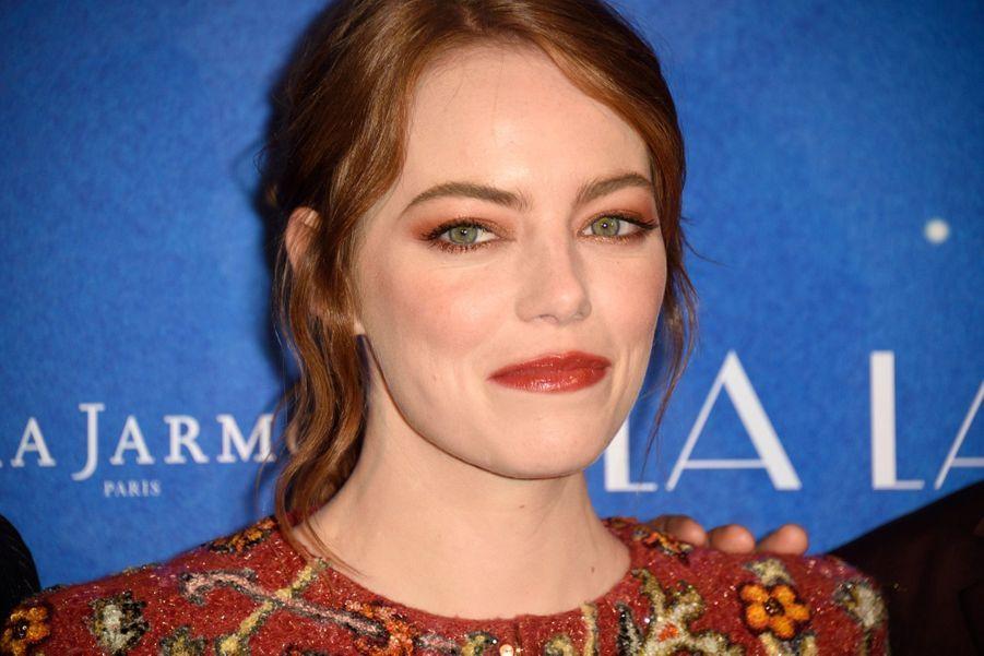 """Emma Stone lors de l'avant-première de """"La La Land"""" à Paris."""