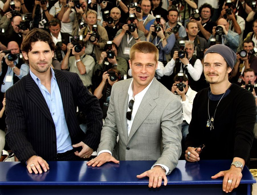 Brad Pitt avec Eric Bana et Orlando Bloom au photocall de «Troie» au Festival de Cannes le 13 mai 2004