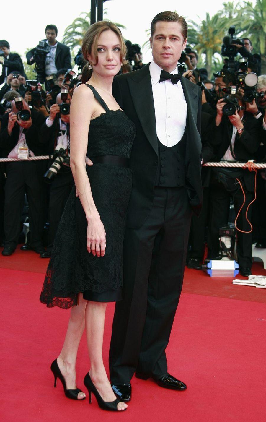 Brad Pitt et Angelina Jolie lors de la montée des marches du film «Un coeur invaincu» au Festival de Cannes le 21 mai 2007