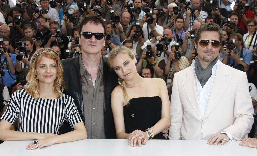 Brad Pitt avec Quentin Tarantino, Mélanie Thierry et Diane Kruger au photocall de «Inglorious Basterds» à Cannes le 20 mai 2009