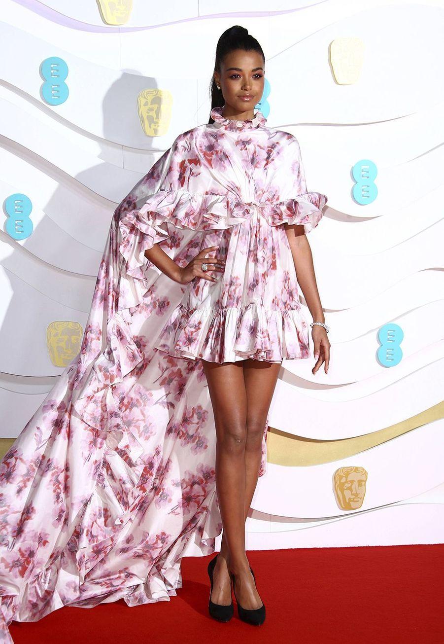 Ella Balinska (enGiambattista Valli Haute Couture)à la73e cérémonie des British Academy Film Awards à Londres le 2 février 2020