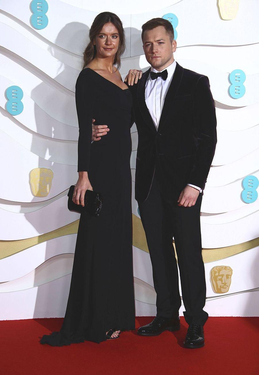 Emily Thomas et Taron Egertonà la73e cérémonie des British Academy Film Awards à Londres le 2 février 2020