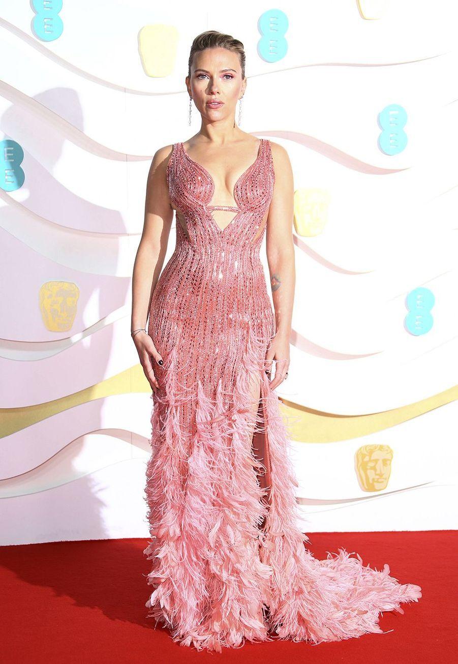 Scarlett Johansson (en robe Atelier Versace) à la73e cérémonie des British Academy Film Awards à Londres le 2 février 2020