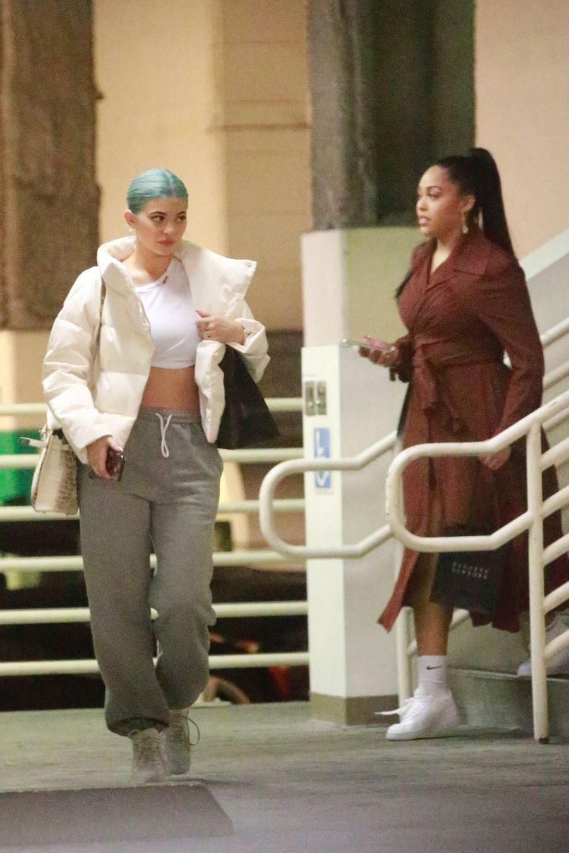 Kylie Jenner fait du shopping avec des amies à Los Angeles, le 3 janvier 2019.