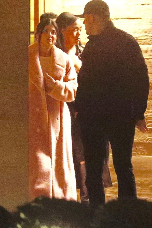 Kylie Jenner quitte le restaurant Nobu de Los Angeles avec Jordyn Woods, le 13 février 2019.