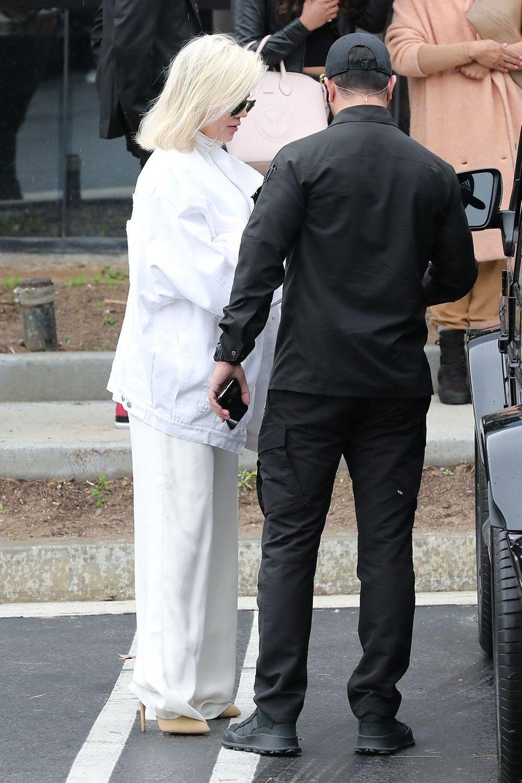 Khloé Kardashian à la sortie des bureaux de son beau-frère Kayne West à Calabasas, le 19 février 2019