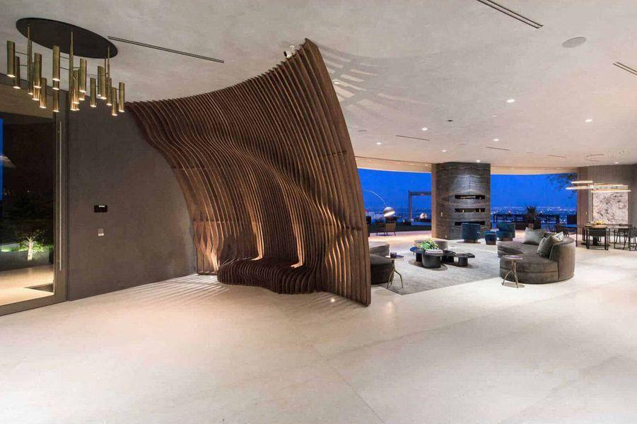 Selon TMZ, Travis Scott a dépensé 23,5 millions de dollars pour s'acheter cette villa de 1500 mètres carrés à Brentwood, Los Angeles (juin 2020)