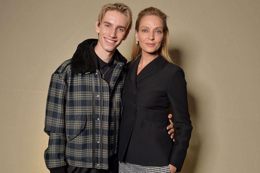 Uma Thurman et son fils Levon Thurman Hawkelors du défilé DiorHaute Couture printemps-été 2020, qui a eu lieu au Musée Rodin lundi 20 janvier 2020.