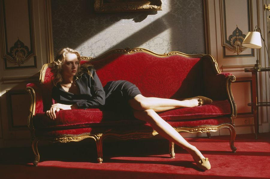 Uma Thurman lors d'un shooting à la fin des années 1980