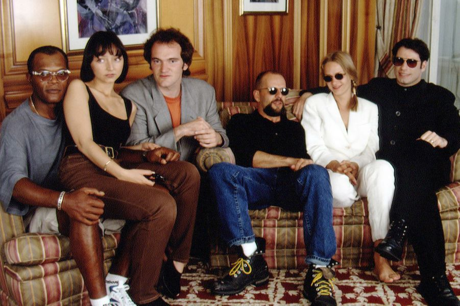 Uma Thurman avec l'équipe de «Pulp Fiction» (Samuel L. Jackson, Maria de Medeiros, Quentin Tarantino, Bruce Willis et John Travolta) au Festival de Cannes en 1994
