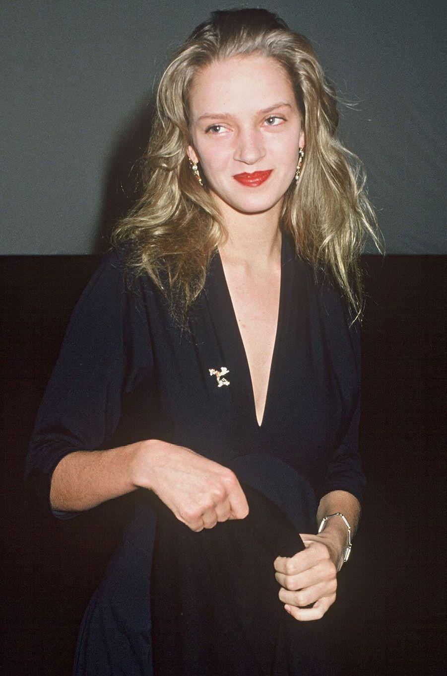 Uma Thurman en France pour la première du film de Terry Gilliam «Les Aventures du baron de Münchhausen» en 1989