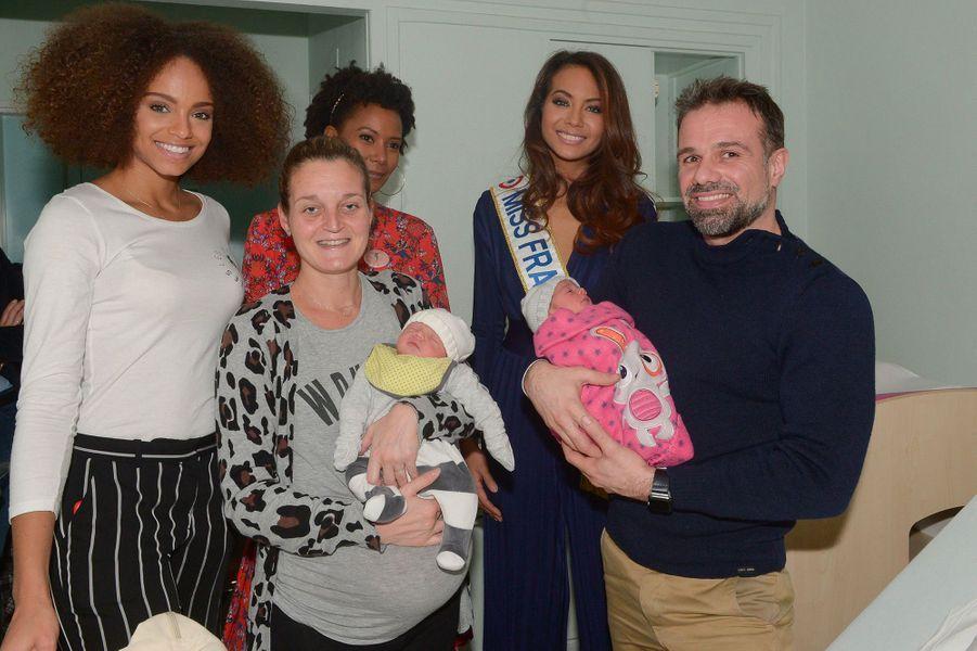 Vaimalama Chaves, avec Alicia Aylies et Corrine Coman, en visite à l'hôpital de Poissy